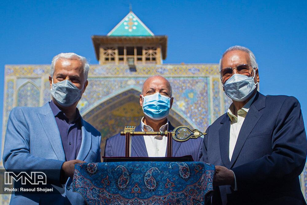 کلید شهر به شهردار اصفهان تقدیم شد