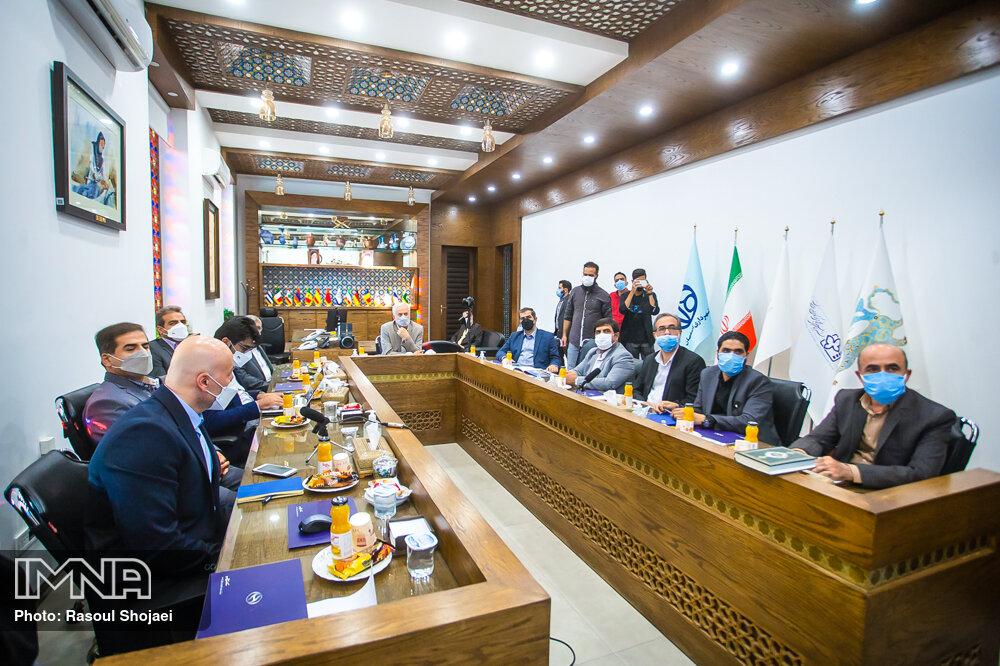 امضای تفاهم نامه همکاری سه جانبه برای تولید اتوبوسهای برقی در اصفهان