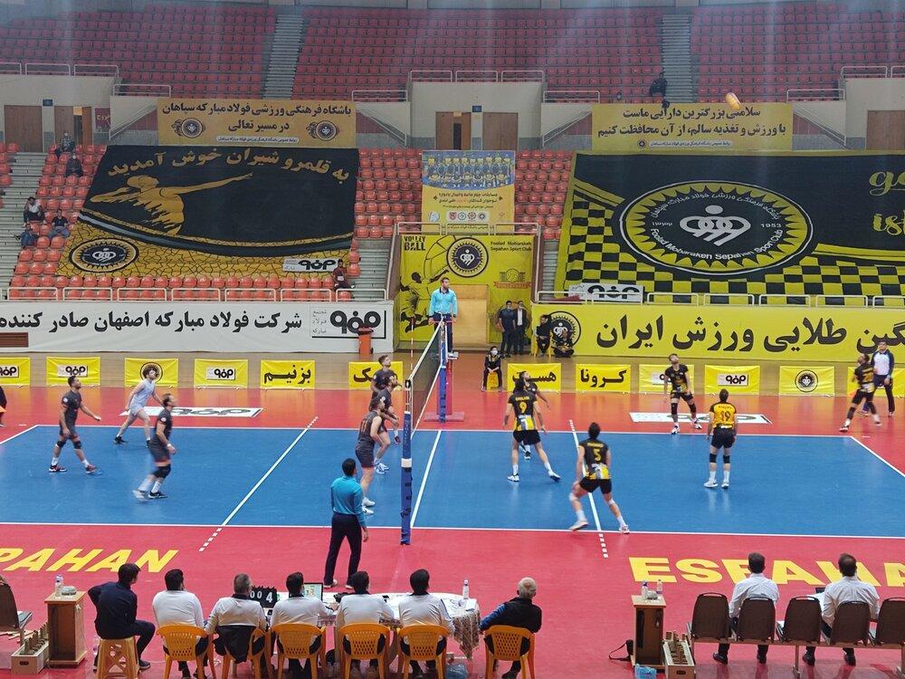 اولین روز مسابقات چهارجانبه والیبال با پیروزی سپاهان و راهیاب ملل مریوان به پایان رسید