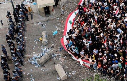 تجمع اعتراض آمیز مردم لبنان به خشونت کشیده شد