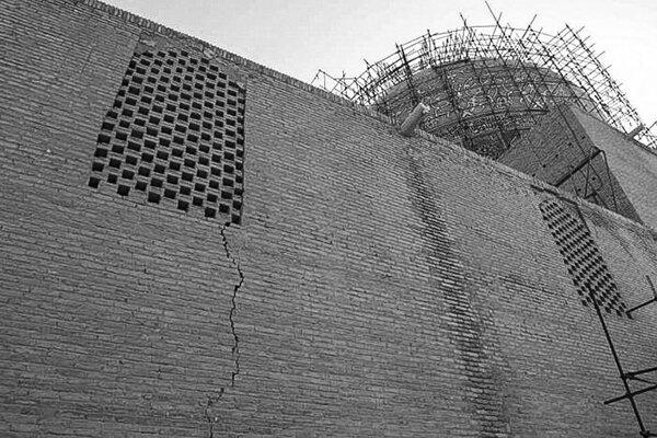 فرونشست زیر پای آثار تاریخی اصفهان