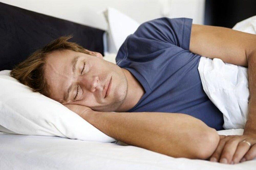 چرا خوابیدن به پهلوی چپ مفیدتر است؟