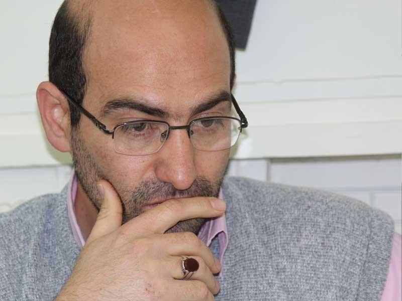 شلاق زدن یک خبرنگار در نجف آباد/ مسئولان انتقاد پذیر تر باشند