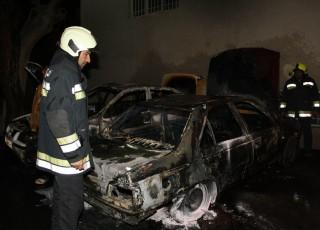 آتش سوزي 3 خودرو در خيابان حيكم نظامي اصفهان