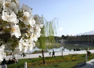 اصفهان در لطافت بهار غرق شد